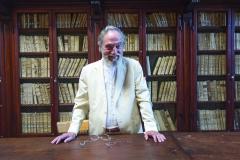 Der Präsident Pier Franco in der alten Bibliothek